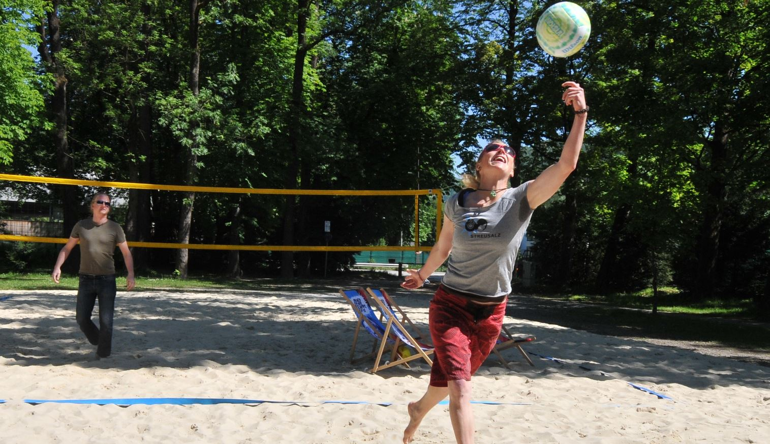 Beach Volleyball im Volksgarten